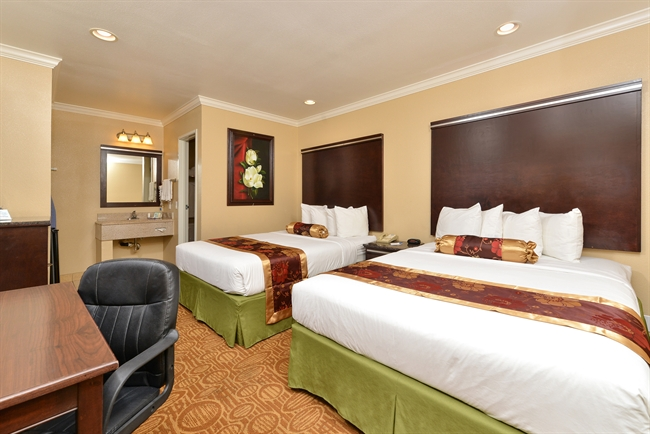 Downtown San Diego lodging with 2 queen beds